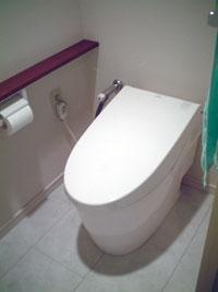 茨木の工務店アラキ建設、マンションのトイレをタンクレス便器にリフォーム